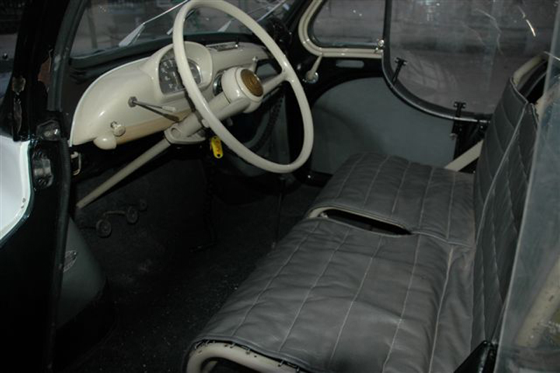 La 4cv pie authentique for Interieur 4cv